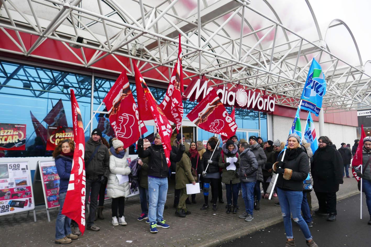 Mediaworld taglia il bonus domenicale la cisl sciopero for Costo seminterrato di sciopero