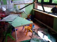 Fulmine colpisce un cedro che crolla sulla scuola materna. In salvo 12 bambini