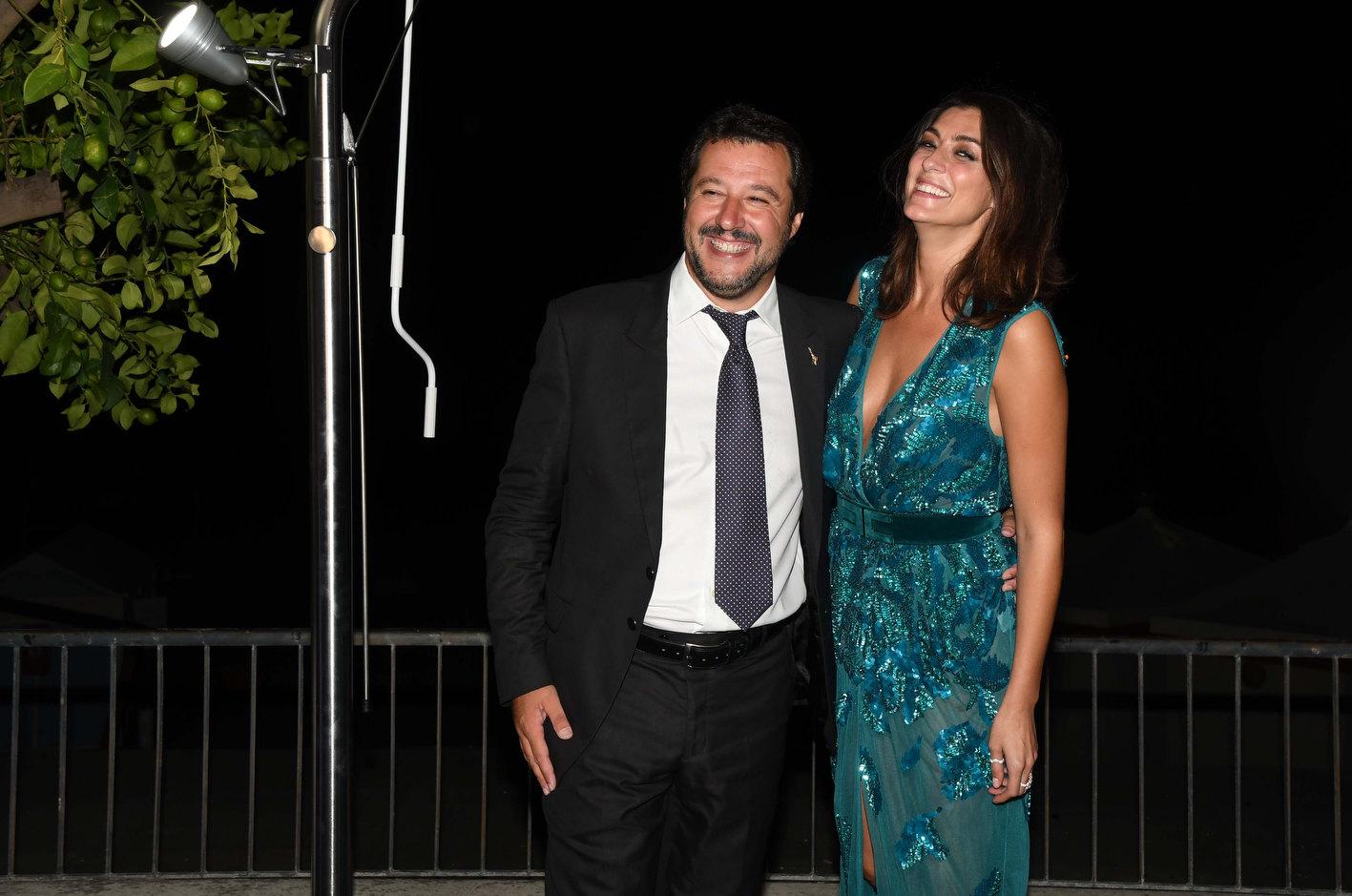 Salvini isoardi passerella da star e bagno di folla - Mostra del bagno srl ...
