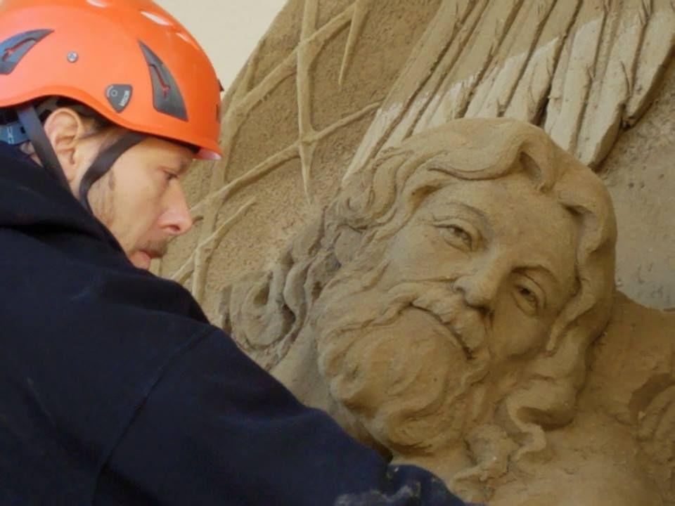 Risultati immagini per vaticano presepe di sabbia