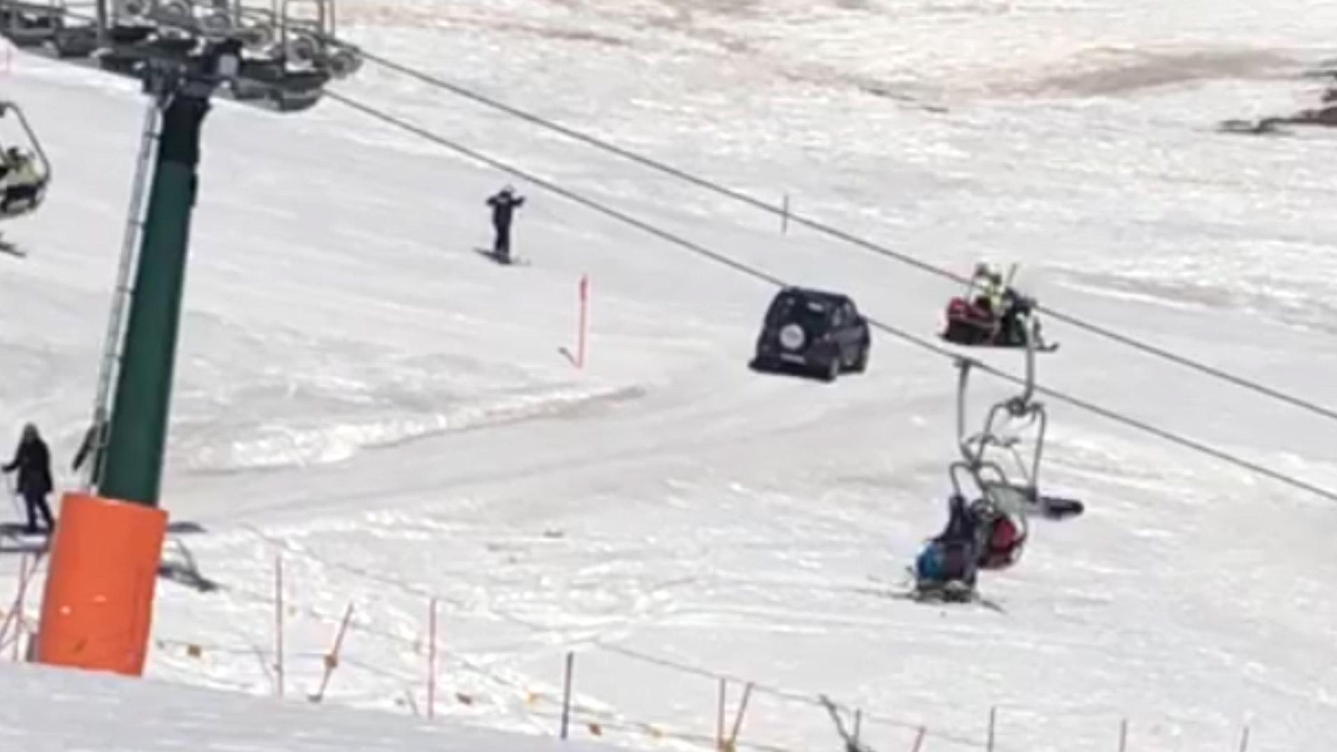 Anziano di 91 anni con la jeep in mezzo alla pista da sci. «Volevo andare al ristorante»