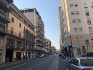 Vicenza, per fuggire dalla polizia si getta dal quarto piano: è grave