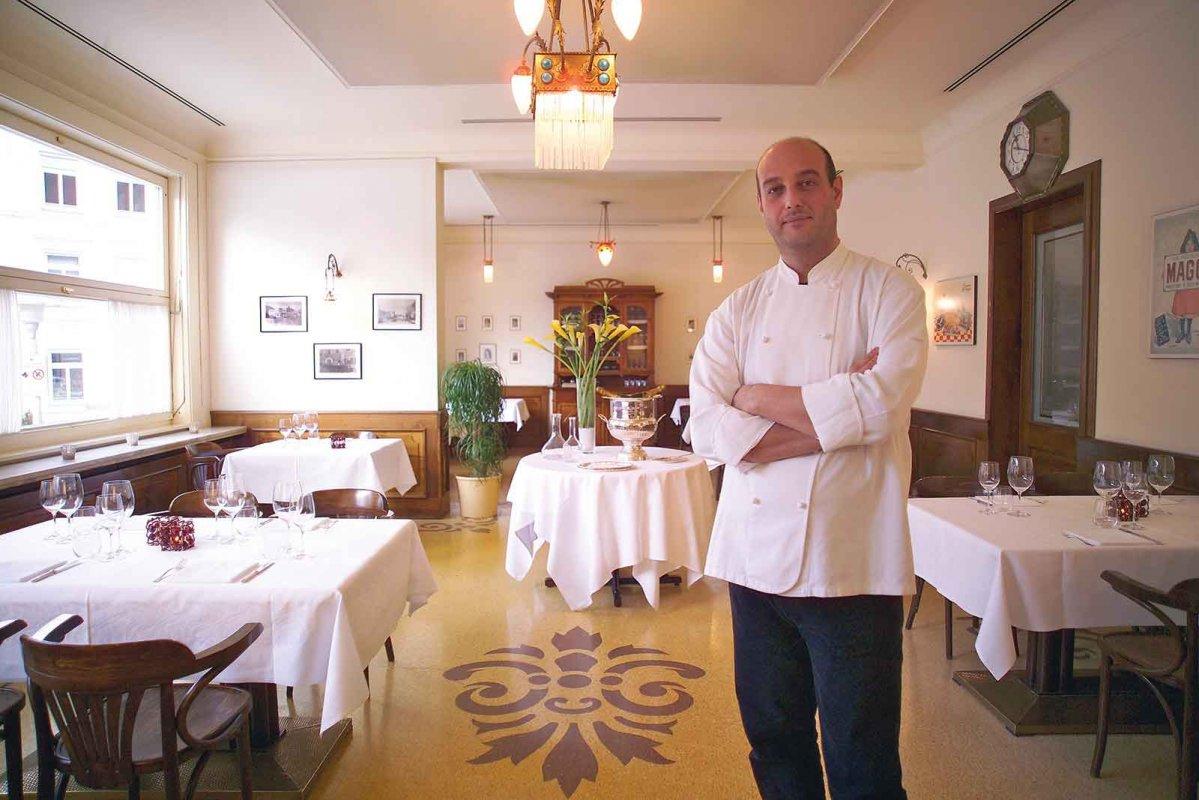 Bolzano, la «resistenza» dello chef: «Da noi niente ketchup». E il rifiuto diventa virale
