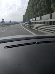 Vicenza, ciclisti in tangenziale: ancora un caso ripreso dai social