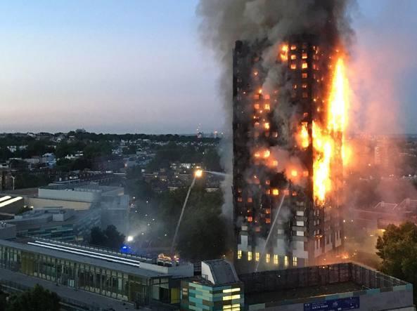 La Grenfell Tower di Londra in fiamme (archivio)