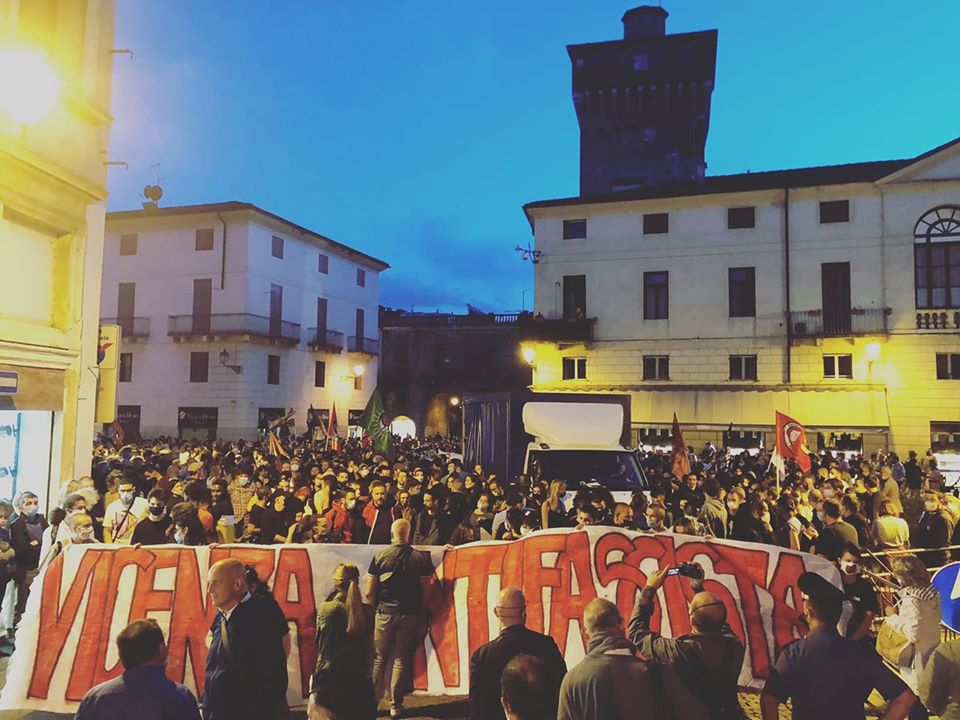 Il corteo antifascista di Vicenza