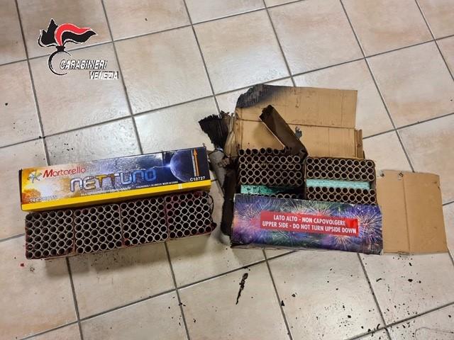 Una delle scatole sequestrate dai carabinieri di Venezia