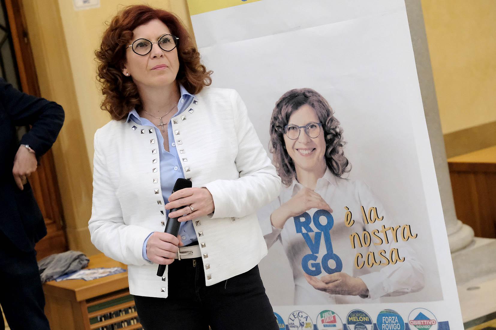 Monica Gambardella durante la campagna elettorale (archivio)
