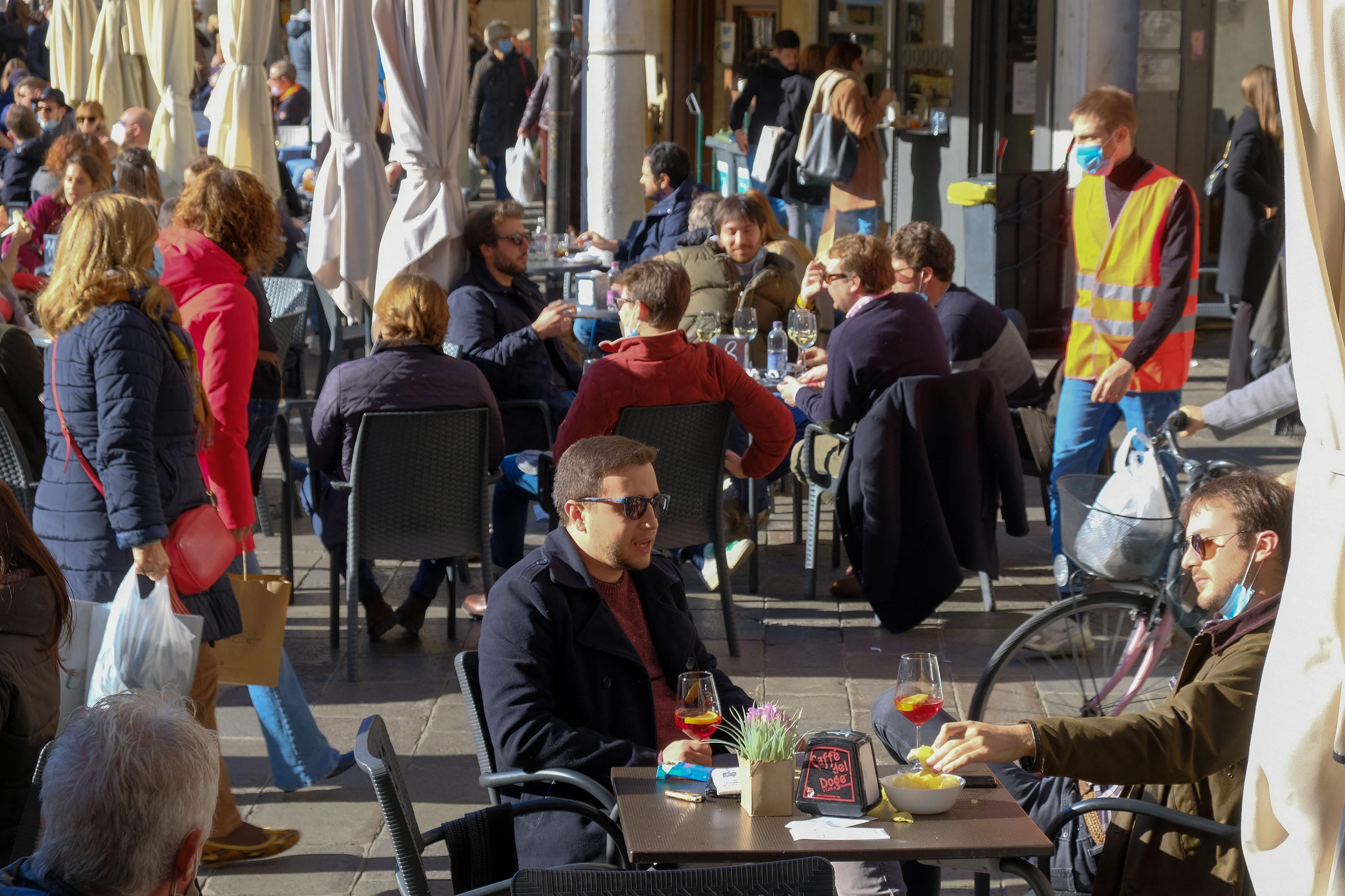 «Veneto, 3000 locali non riapriranno: un locale su otto s ...