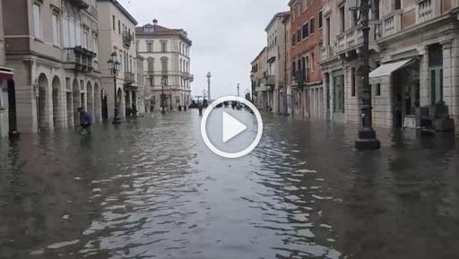 Venezia, acqua alta: Chioggia allagata - Corriere della Sera